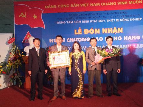 Lễ đón nhận huân chương lao Lao Động hạng Ba của trung tâm kiểm định kỹ thuật an toàn máy, thiết bị nông nghiệp.